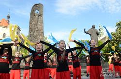 У Львові діти провели флешмоб «Не здолати Україну ворогам ніколи» (ФОТО)