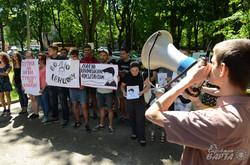 Під Генконсульством РФ у Львові вимагали звільнити арештованих кримських активістів (ФОТО)