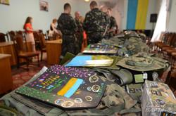 У Львові діти розмалювали бронежилети для українських військових в АТО (ФОТО)