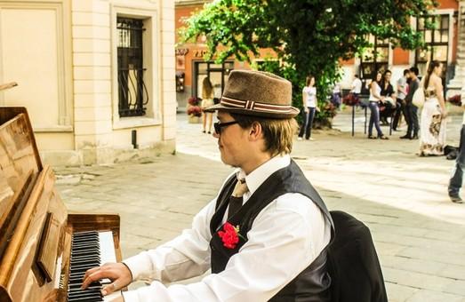 Львів шукає нове піаніно