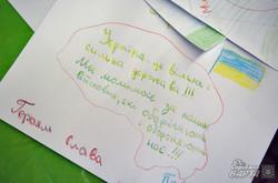 """У Львові відбулась акція """"Напиши листа солдату. Намалюй йому сонце"""" (ФОТО)"""