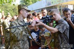 Професійні військові інструктують молодь