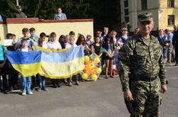 Бійців Нацгвардії, які повернулись з АТО, у Львові зустрічали вигуками «Герої!» (ФОТО)