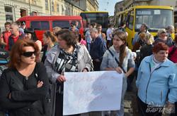 Родичі бійців 3-го батальйону тероборони перекрили центр Львова (ФОТО)