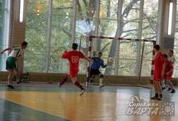 Львівські журналісти помірялись силами на полі з футбольними фанатами (ФОТО)