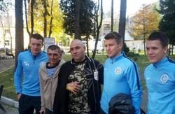 """Зірки """"Дніпра"""" у Львові відвідали поранених у зоні АТО хлопців"""