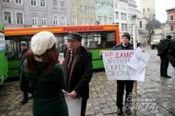 У Львові протестують проти встановлення пам`ятника Шептицьому на території собору святого Юра (ФОТО)