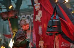 Театр «Воскресіння» показав вуличну виставу «В пошуках Святого Миколая» (ФОТО)