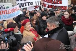У Львові під облрадою страйкують хворі, що потребують гемодіалізу (ФОТО)