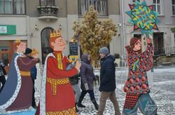 У центрі Львова встановили триметрового Дідуха (ФОТО)