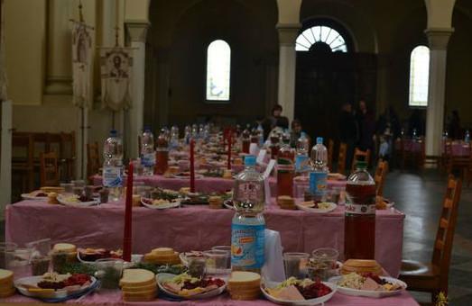 Львів`яни організували Різдвяний обід для потребуючих