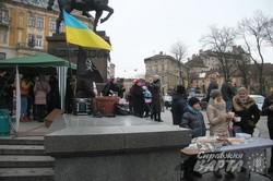 Львівська волонтерська організація HandMade збирає кошти для бійців АТО (ФОТО)