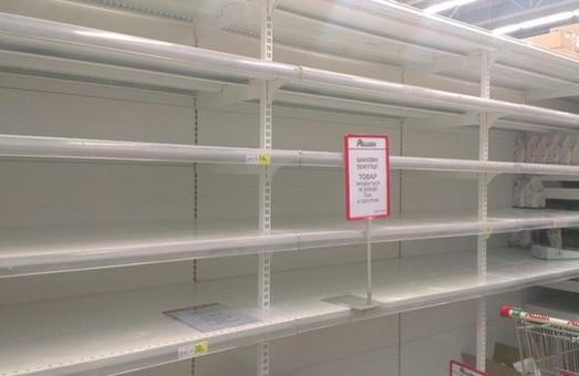 А на полицях львівських супермаркетів - порожньо