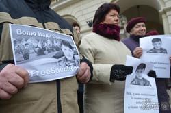 У Львові жіночі об'єднання вийшли на акцію в підтримку Надії Савченко (ФОТО)