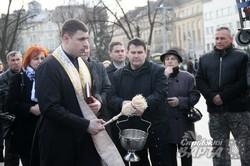 У Львові освятили реанімобіль перед відправленням на фронт (ФОТО)