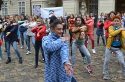 Львів'яни і переселенці зі Сходу та Криму станцюювали разом «Танець Єдності» (ФОТО)