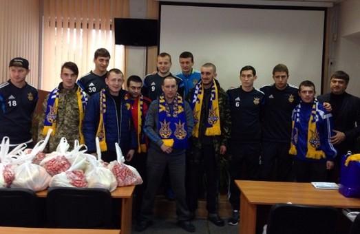 Футболісти збірної України відвідали бійців у військовому госпіталі Львова