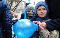 У Львові пройшов флешмоб на підтримку людей з аутизмом (ФОТО)