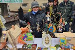 У Львові діти з вадами слуху організували ярмарок на підтримку воїнів АТО (ФОТО)