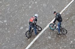 Посеред весни у Львові випав сніг (ФОТО)