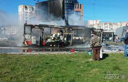 У Львові посеред дороги згорів тролейбус (ФОТО)