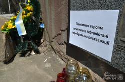 У Львові відновлять понищений вандалами пам'ятник афганцям (ФОТО)