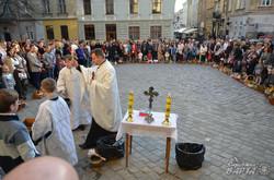 У храмах Львова освятили великодні кошики (ФОТО)