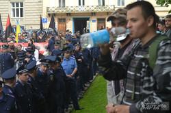 У Львові Правий Сектор зірвав першотравневий марш за соціальні права (ФОТО)