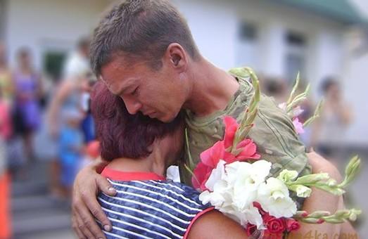Українські воїни присвятили своїм мамам вірші (ВІДЕО)
