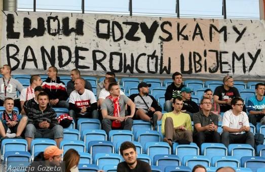 На польському стадіоні вивісили шовіністичні банери