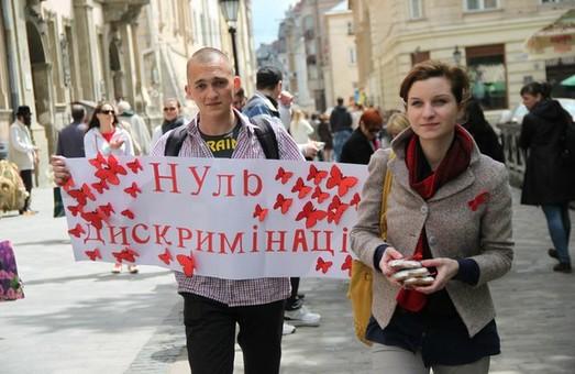 У Львові пройшла акція до Всесвітнього дня пам`яті померлих від СНІДу (ФОТО)