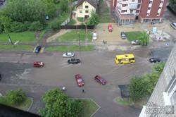 У Львові після зливи автомобілі «плавали» по дорогах (ФОТО)