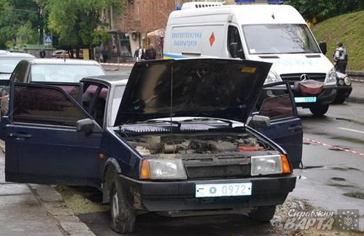 У Львові підірвали гранатою авто з міліціонером (ФОТО)