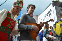У Львові відвідувачам «Alfa Jazz Fest» пропонували поїсти блінів з лопати (ФОТО)