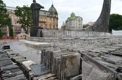 У Львові ремонтують пам'ятник Шевченку (ФОТО)