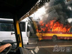 У Львові посеред маршруту згорів черговий тролейбус (ФОТО, ВІДЕО)