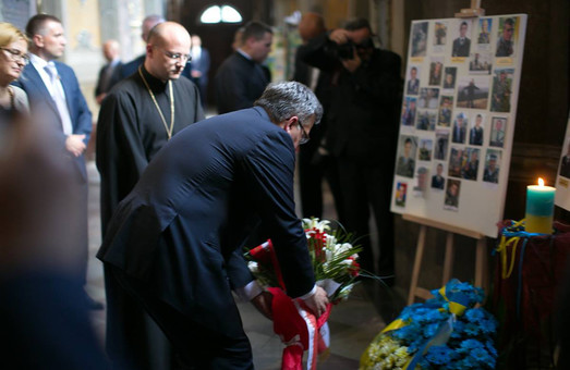 Президент Польщі у Львові помолився за Героїв України загиблих в АТО (ФОТО)