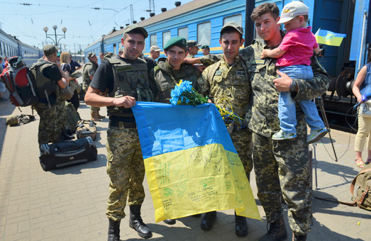 До Львова повернулися прикордонники після шести місяців служби в зоні АТО (ФОТО)