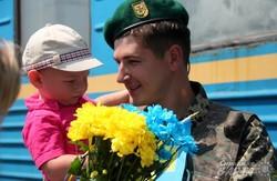 Львівських прикордонників з зони АТО урочисто зустріли вдома (ФОТО)
