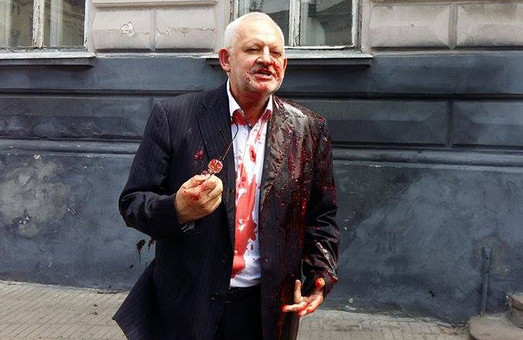 Нардепа від Оппблоку Ігоря Шурму у Львові облили свинячою кров`ю (ФОТО, ВІДЕО)