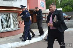 Фоторепортаж із місця вибуху біля дільничого пункту міліції на вул. Плуговій (ФОТО)