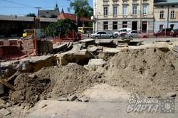 У Львові на площі Митній тривають роботи з заміни комунікацій (ФОТО)