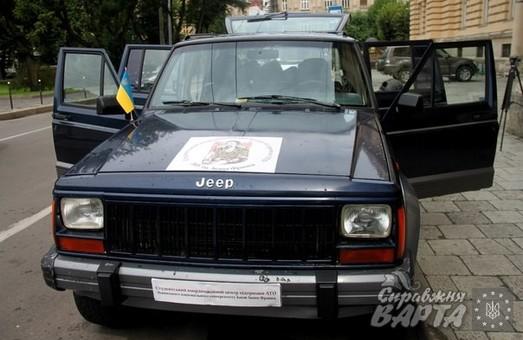 У Львові студенти ЛНУ передали автомобіль на фронт бійцям АТО (ФОТО)