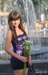 Під час флеш-мобу жіночності У Львові дарували квіти незнайомим жінкам (ФОТО)