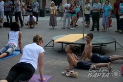 У центрі міста пройшов масштабний йога-флешмоб (ФОТО)