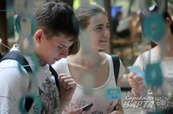 """У львівському парку ім. І.Франка благодійний проект """"Шафа"""" збирає одяг потребуючим (ФОТО)"""