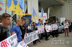 Під Форумом видавців у Львові зібрались пікетувальники (ФОТО)