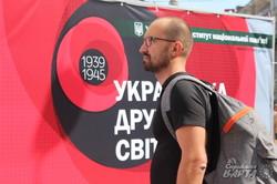 Долаючи совєтські міфи: у Львові стартувала виставка про Другу світову війну (фото)