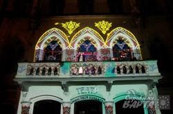 """На балконі театру ім. Леся Курбаса відбувся музично-візуальний перформанс """"На нашій юлойці"""" (ФОТО)"""