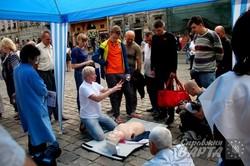 У центрі Львова медики навчають як правильно надавати першу допомогу (ФОТО)